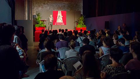 Jesús Campos, presidente de la AAT, hace públicas las bases del Concurso Teatro Exprés 2013. (17-X-2013).