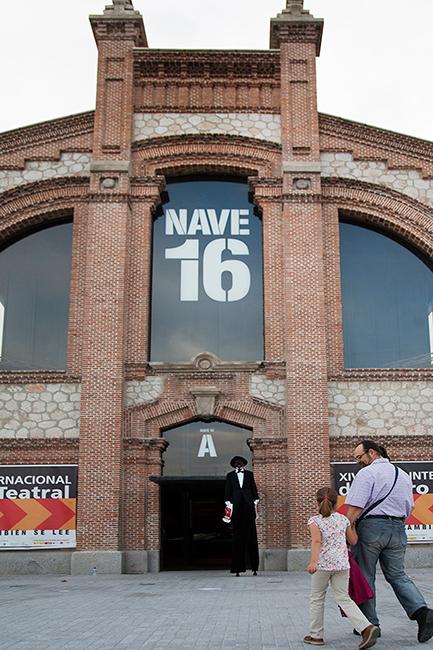 Zancudo a la entrada del XIV Salón Internacional del Libro Teatral (18-X-2013).