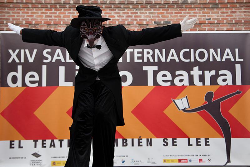 Zancudo y cartel del XIV Salón Internacional del Libro Teatral. (18-X-2013).