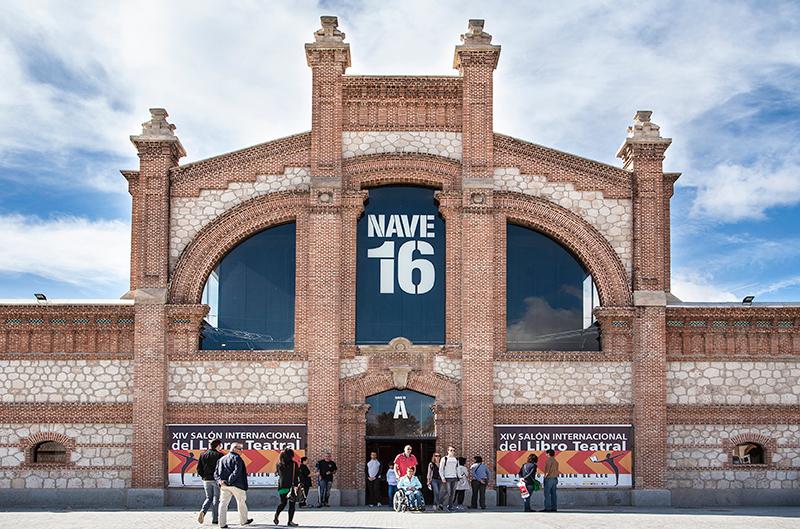 Matadero de Madrid, Nave 16, en la que se celebró el XIV Salón Internacional del Libro Teatral. (Del 17 al 20-X-2013).